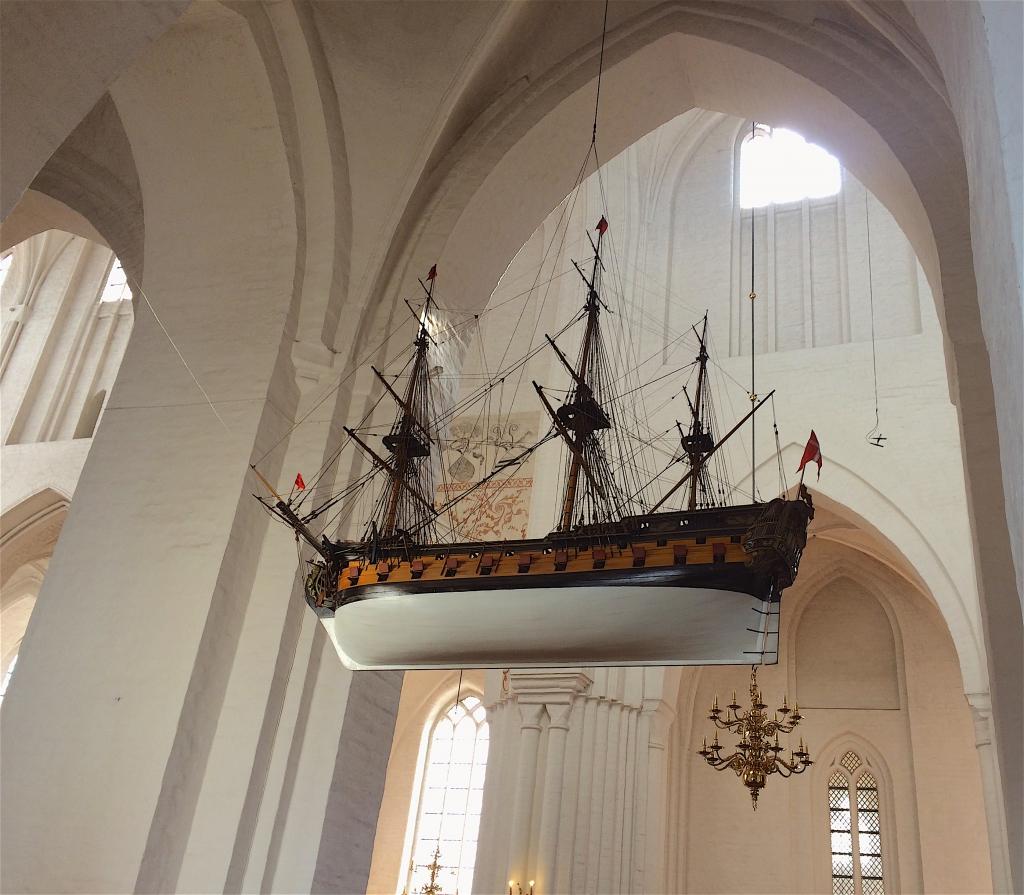 Een schip in de kerk