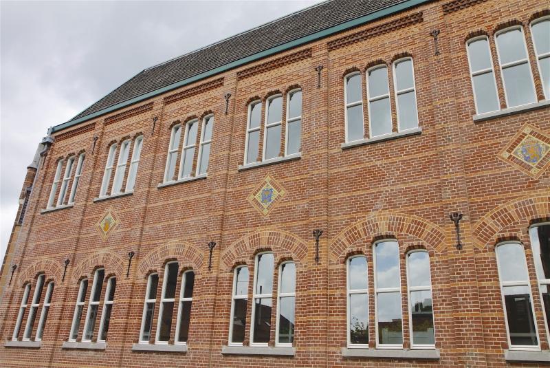 De kenmerkende bakstenen bouw van Cuypers is goed te herkennen in de gevel van de Teken- en Ambachtschool.