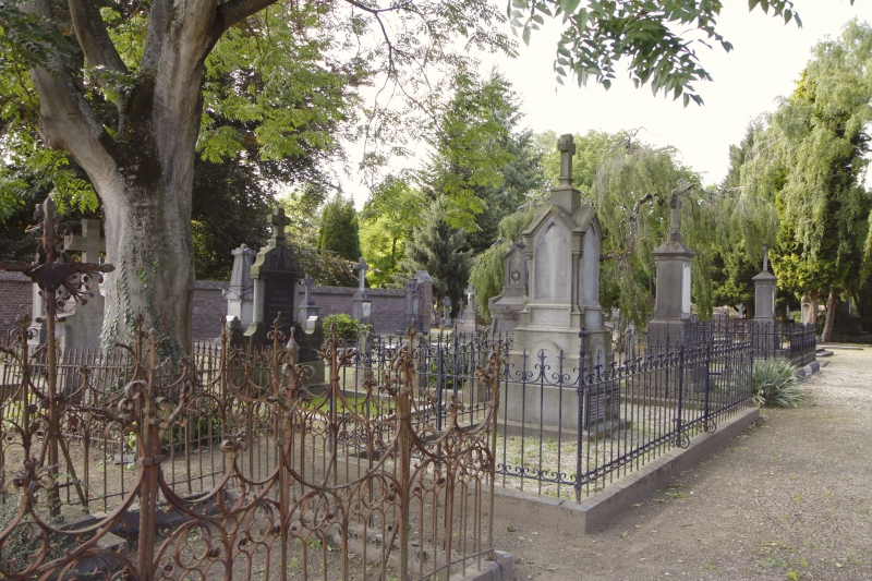'Den aje kirkhaof' oftewel de oude begraafplaats is een oase van rust in het drukke Roermond.