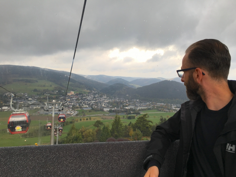 In de gondel naar de top van de Ettelsberg.