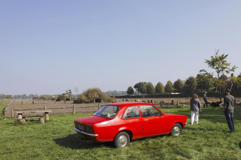 De knalrode Opel Kadett van Werner en Christien.