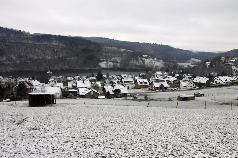 Uitzicht op het dorpje Einruhr.