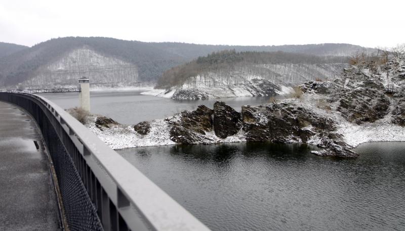 Het stuwmeer is 12 km lang.