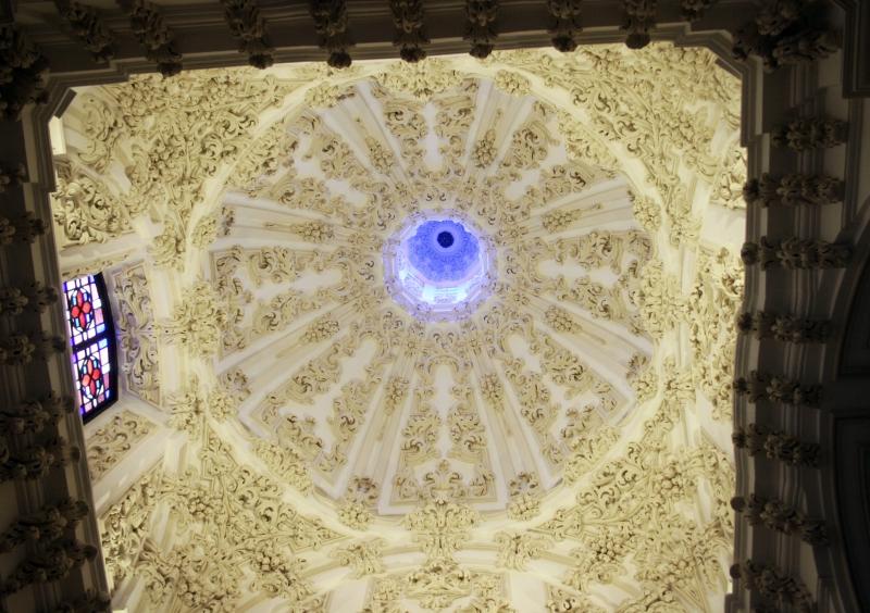 Imposante koepel in de kathedraal.