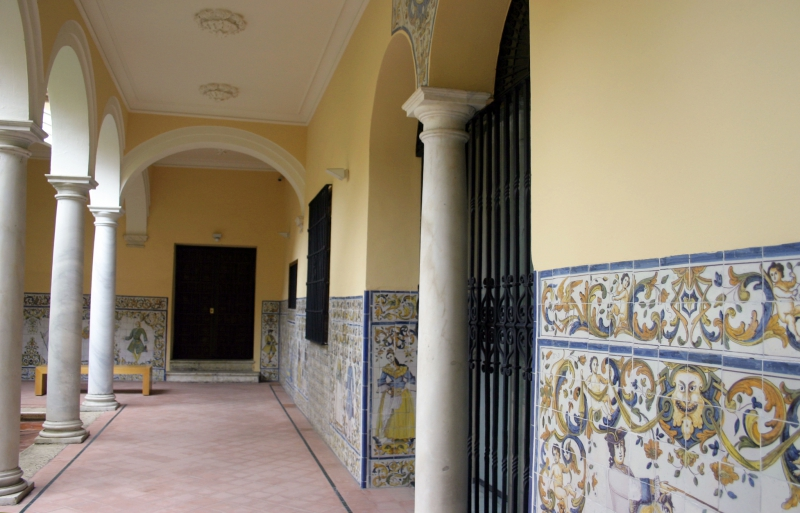 Gekleurde tegeltjes zie veel in Málaga.