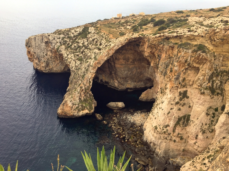 The Blue Grotto van bovenaf gezien.