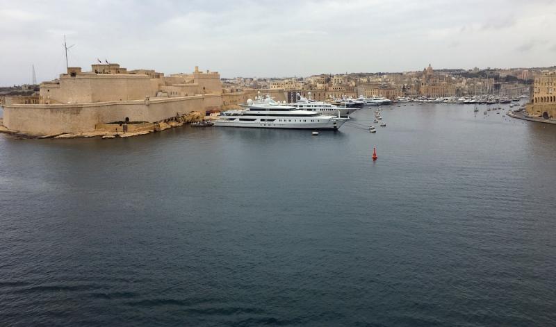 Luxe jachten aangemeerd in Valletta.