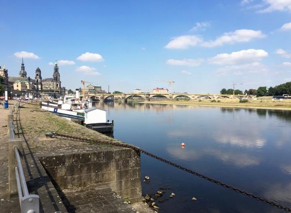 De Elbe deelt Dresden in twee.