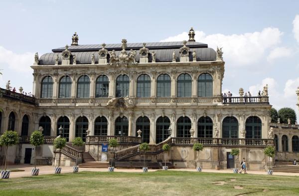 In ieder deel is een ander museum gevestigd.
