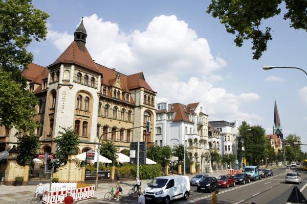 Een door de oorlog ongeschonden deel van Dresden.