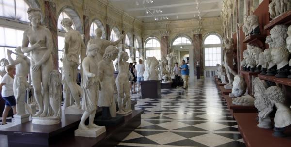 Heel veel beeldhouwwerken.