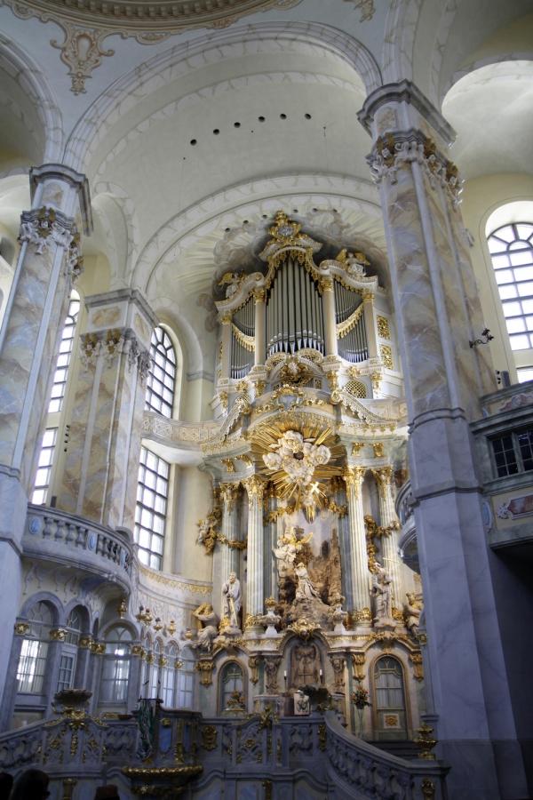 Het altaar van de Frauenkirche.