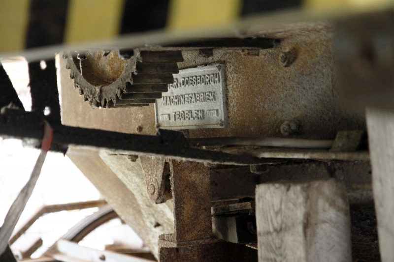 Machine in de steenfabriek.