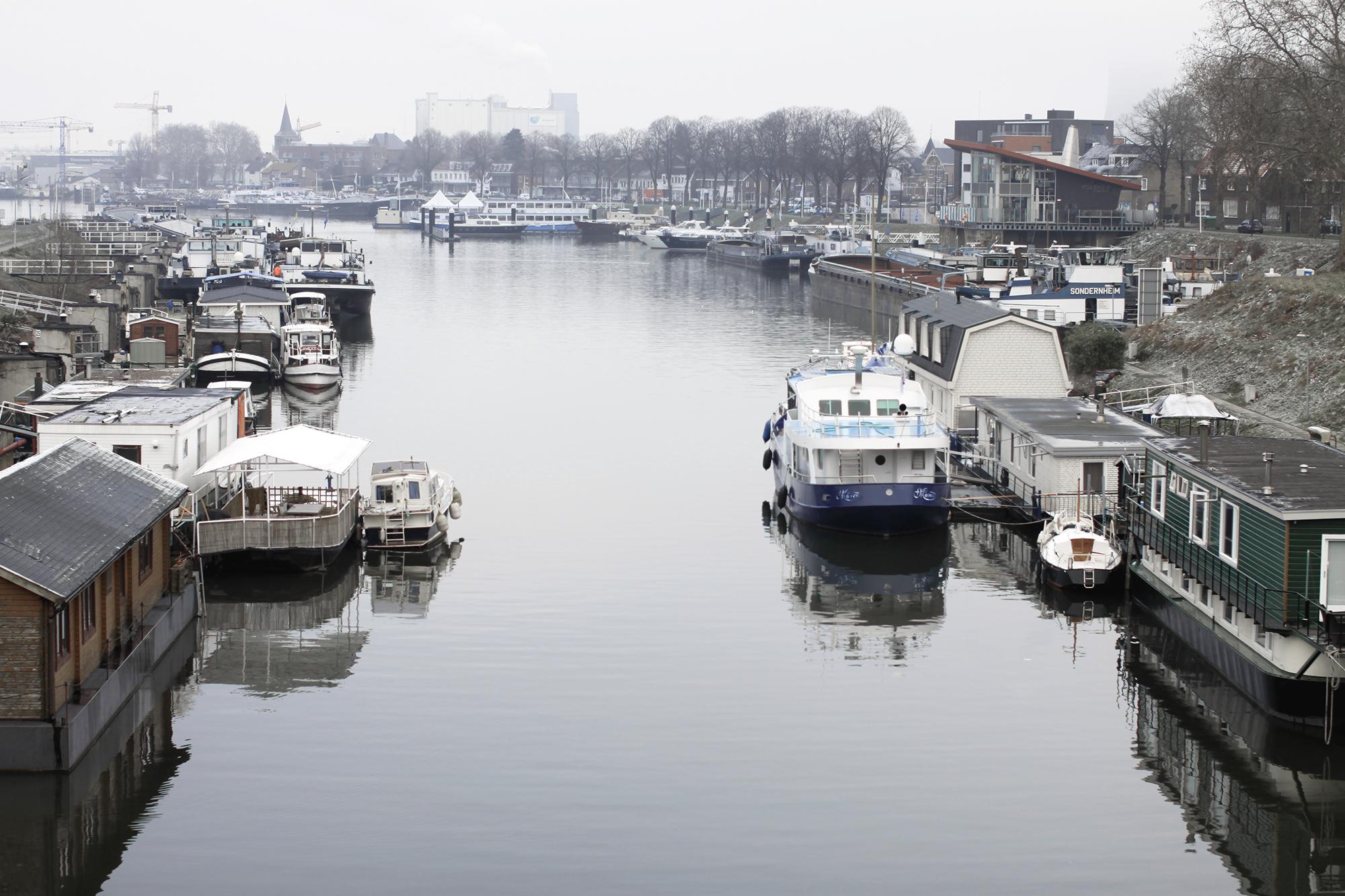 De haven van Maasbracht.