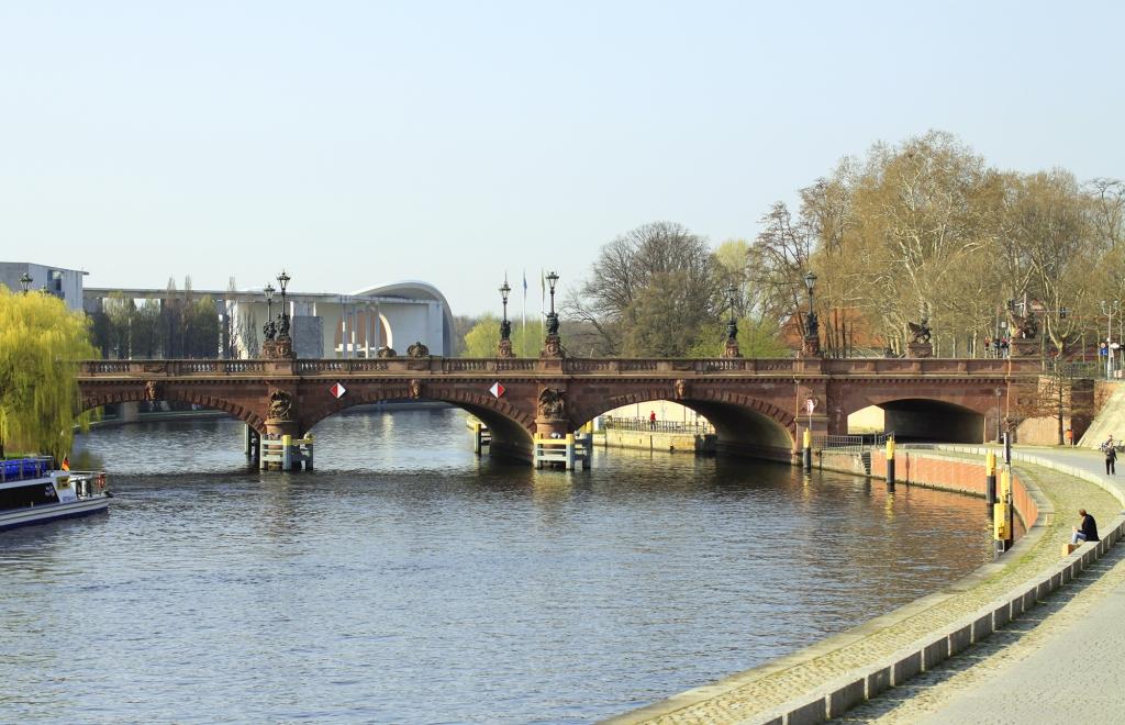 En van de vele bruggen in de stad