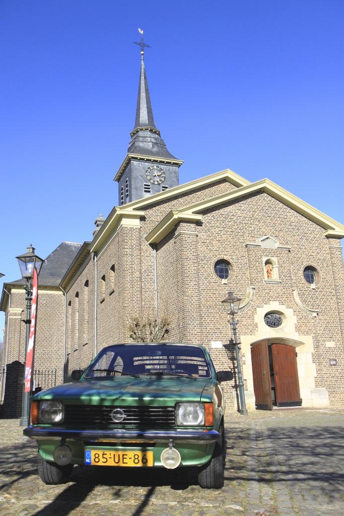 Bij de kerk van Stevensweert