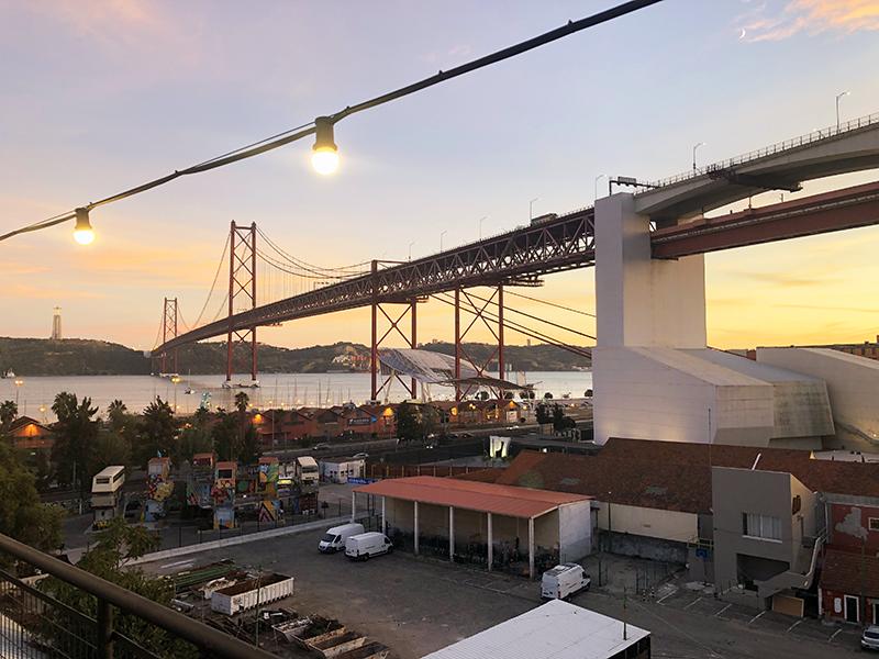 De brug Ponte 25 de Abril