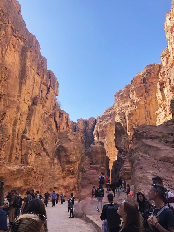 Veel toeristen in Petra