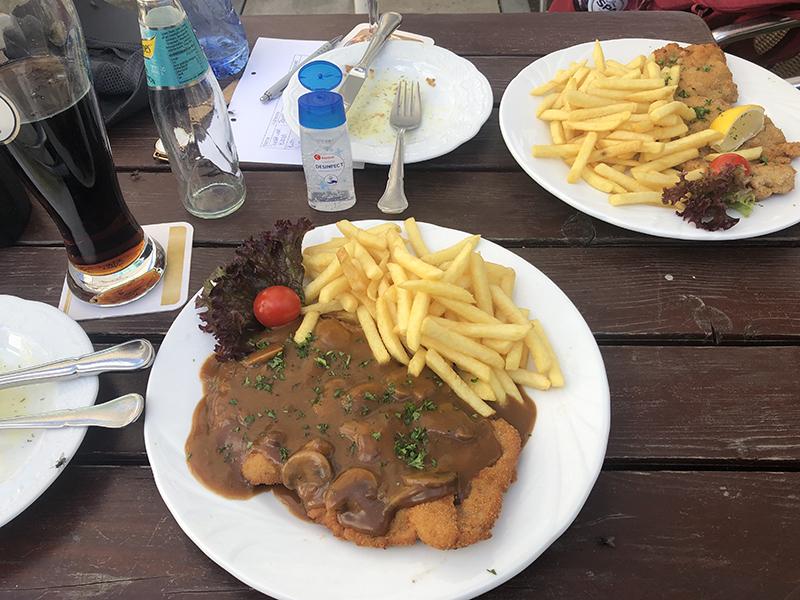 Vroeg diner in Ripsdorf